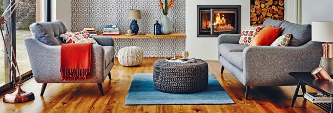 Современная гостиная с серыми диванами