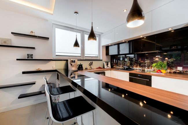 Современная п-образная кухня в стиле модерн