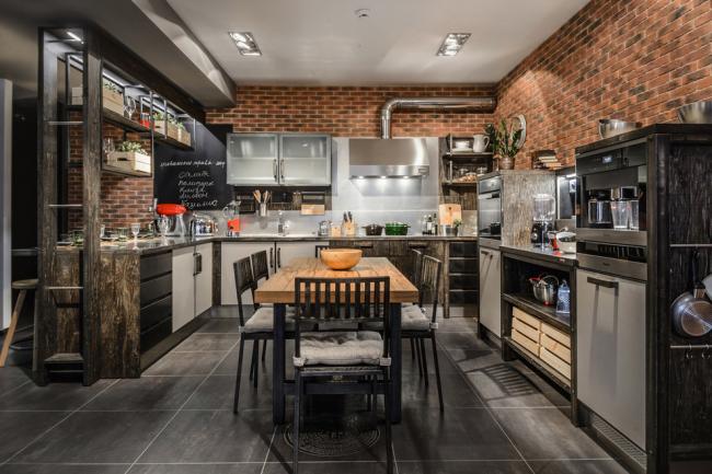 П-образный вариант кухни больше подходит для большой квадратуры