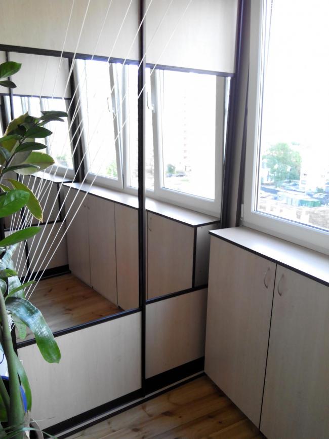 Вместительный шкаф-купе из дсп с зеркалом