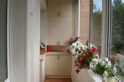 Фото 39 Шкаф на балкон: нюансы подбора и обзор максимально функциональных вариантов