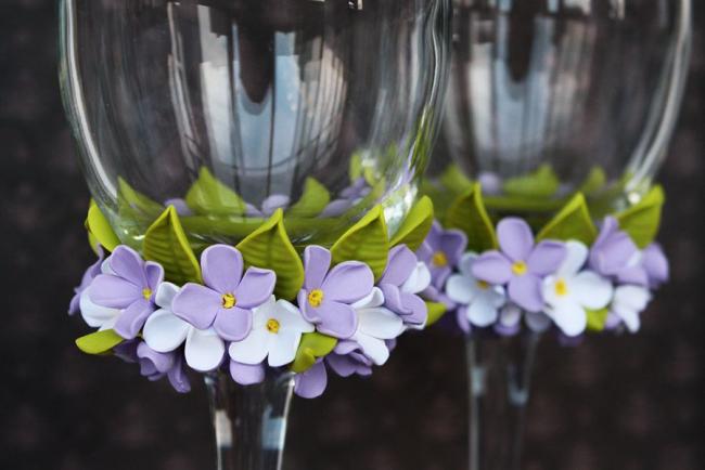 Весенний декор свадебных фужеров с применение мастики