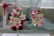 Фото 5 Декор свадебных бокалов: избранные мастер-классы и трендовые идеи оформления в 2019 году
