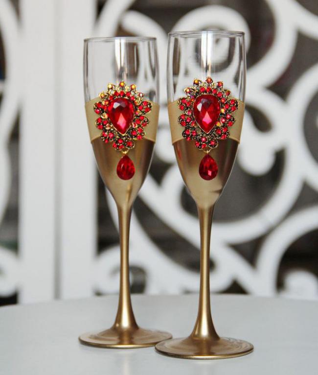 Роскошный декор бокалов для молодоженов своими руками