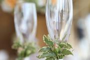 Фото 9 Декор свадебных бокалов: избранные мастер-классы и трендовые идеи оформления в 2019 году