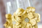 Фото 10 Декор свадебных бокалов: избранные мастер-классы и трендовые идеи оформления в 2018 году