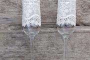 Фото 14 Декор свадебных бокалов: избранные мастер-классы и трендовые идеи оформления в 2019 году