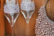 Фото 15 Декор свадебных бокалов: избранные мастер-классы и трендовые идеи оформления в 2018 году