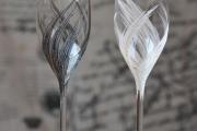 Фото 18 Декор свадебных бокалов: избранные мастер-классы и трендовые идеи оформления в 2019 году