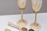 Фото 19 Декор свадебных бокалов: избранные мастер-классы и трендовые идеи оформления в 2019 году