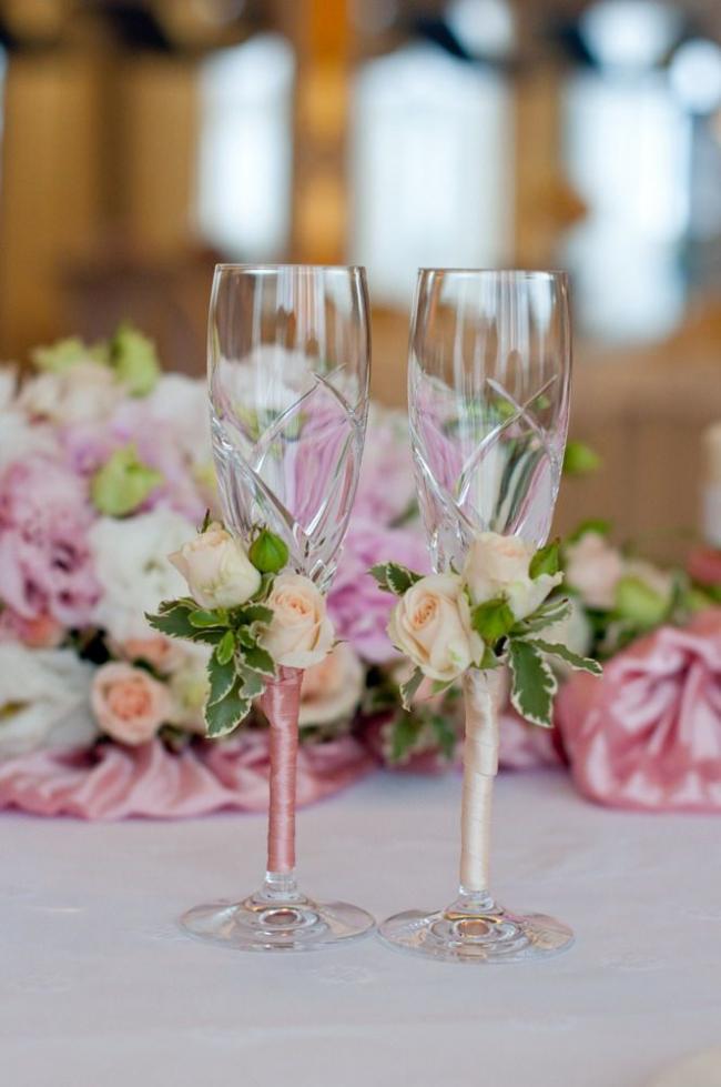 Хрустальные свадебные фужеры с ненавязчивым ленточным декором