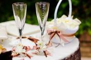 Фото 23 Декор свадебных бокалов: избранные мастер-классы и трендовые идеи оформления в 2018 году