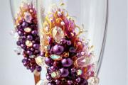 Фото 3 Декор свадебных бокалов: избранные мастер-классы и трендовые идеи оформления в 2019 году