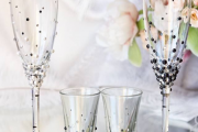 Фото 29 Декор свадебных бокалов: избранные мастер-классы и трендовые идеи оформления в 2018 году