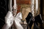 Фото 33 Декор свадебных бокалов: избранные мастер-классы и трендовые идеи оформления в 2019 году