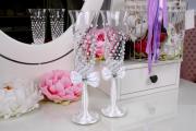 Фото 36 Декор свадебных бокалов: избранные мастер-классы и трендовые идеи оформления в 2019 году