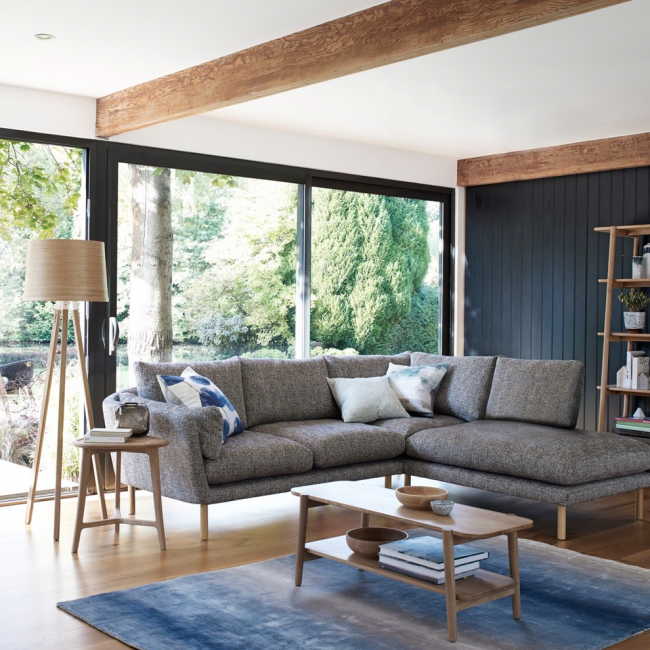 Угловой диван Чикаго в нейтральном цвете отлично дополнит любой интерьер