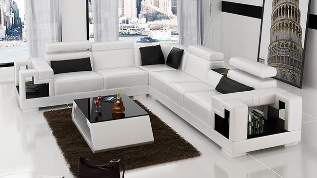 Черно-белый классический диван с дополнительным журнальным столиком