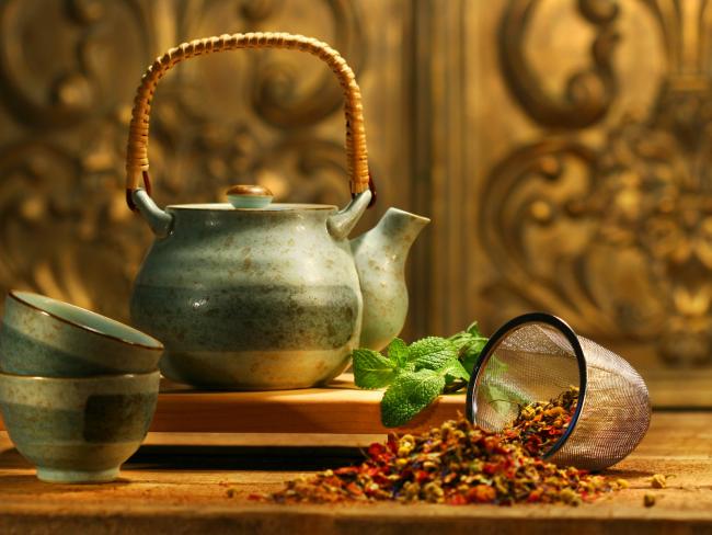 Иссоп: фото - Чай из соцветия иссопа рекомендуется пожилым людям, а также ослабленным людям после болезни в небольших дозировках