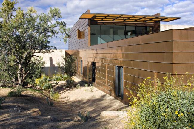 Отделка фасада современного дома медными листами фальцевым методом