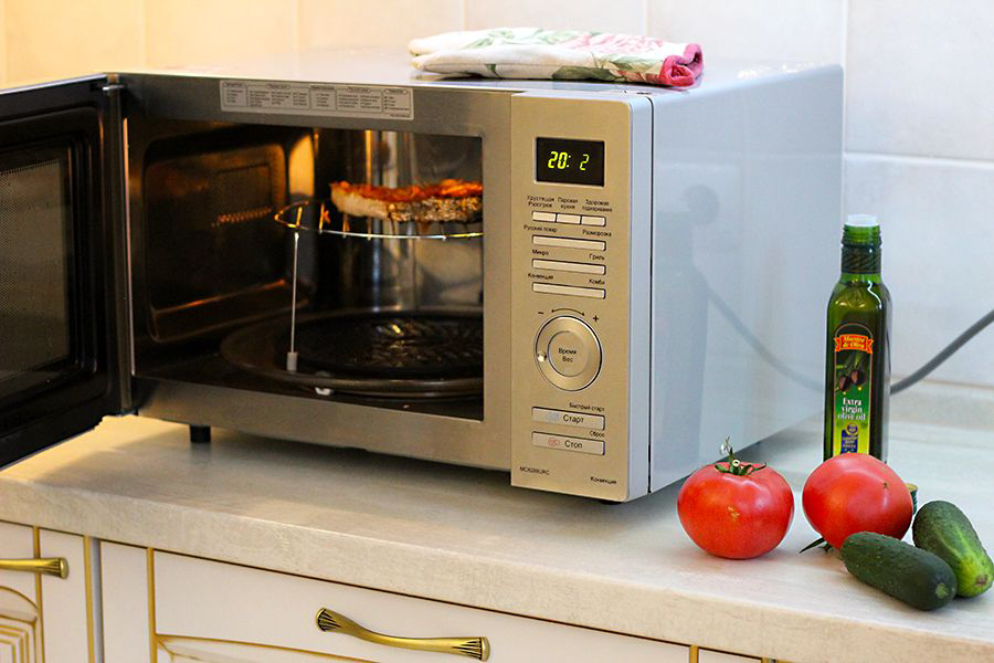 the microwave oven s effects on natural Microwave ovens are a favorite bugaboo of the natural health set, and claims that they were once banned in various countries, including the soviet union, are repeated uncritically on numerous.