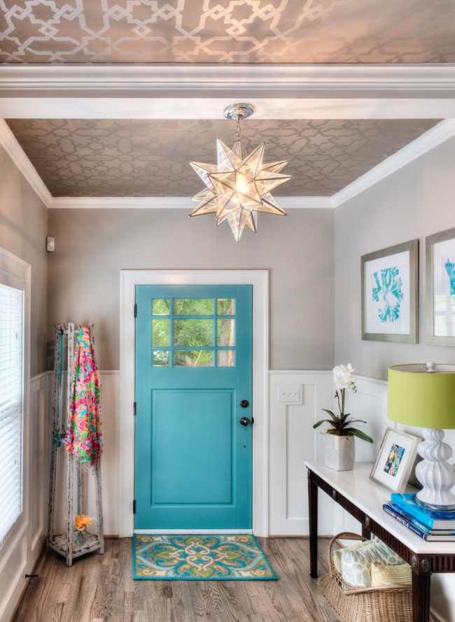 Придверный коврик, подобранный в цвет входной двери