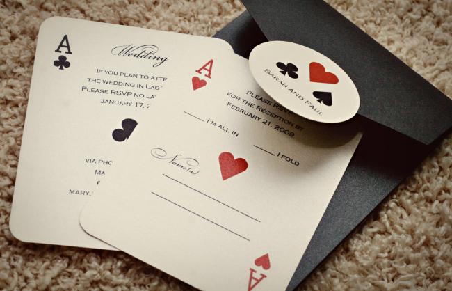 Неординарные приглашения будут очень актуальны в кругу любителей карточных игр