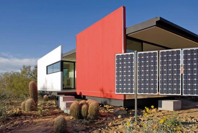 Стильный частный дом с солнечными коллекторами-концентраторами