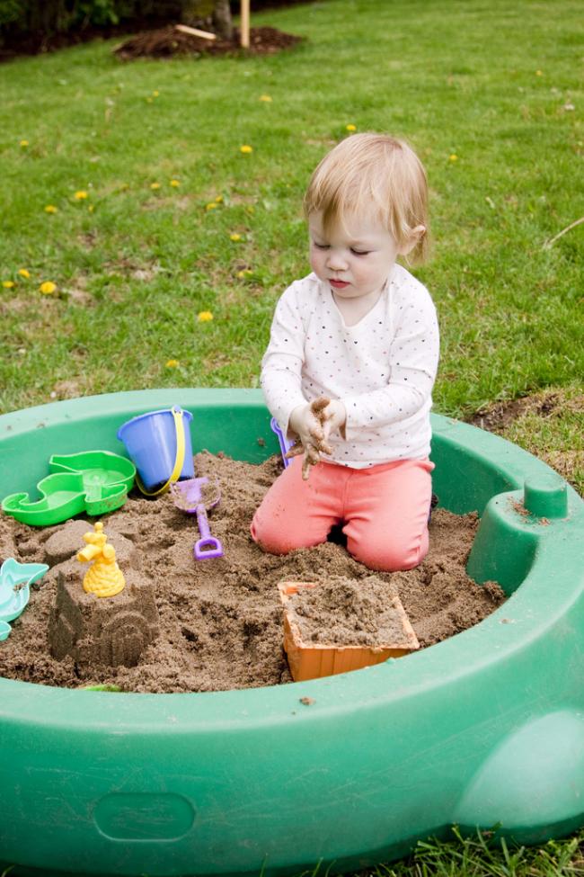 Переносная песочница для детей помладше