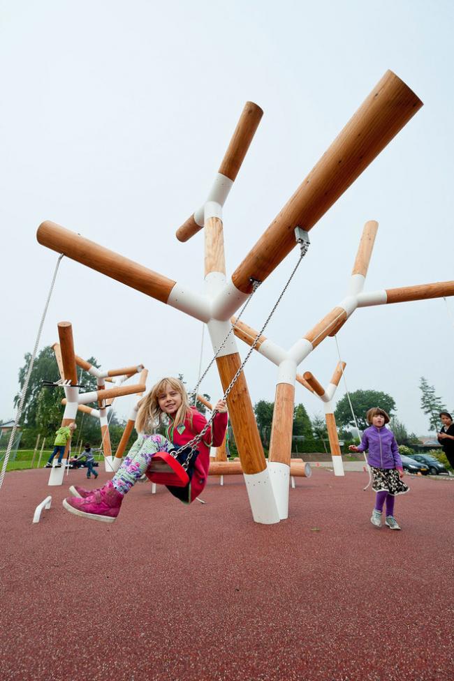 Детская площадка с мягким покрытием на дачном участке