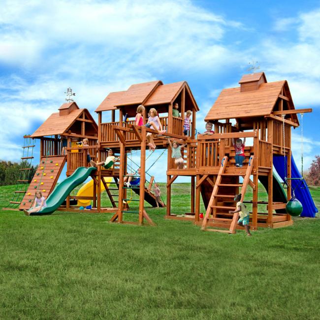 При оборудовании спортивной площадки необходимо учитывать возраст и интересы ребенка