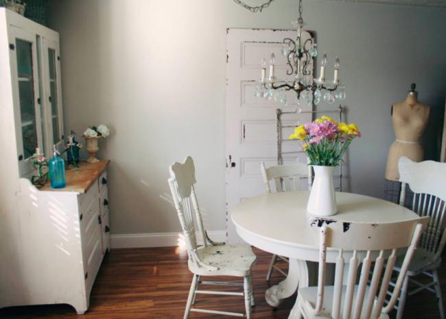 Отреставрированная столов в стиле шебби-шик