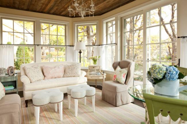 Обновленный диван и уютное креслице с новым чехлом избавят вас от необходимости покупать новую мягкую мебель
