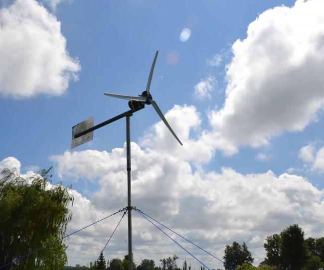 Ветрогенератор с трехлопастным горизонтальным ротором
