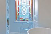 Фото 15 Витражная пленка на стекло: 80+ утонченных решений для домашнего декора