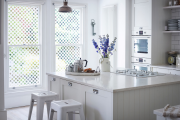 Фото 32 Витражная пленка на стекло: 80+ утонченных решений для домашнего декора