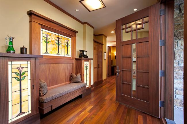 Цветочный орнамент в интерьере классической гостиной