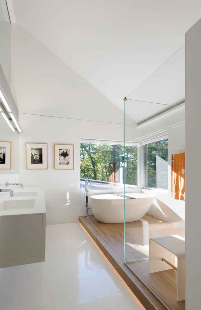 Благодаря водонепроницаемости жидкий линолеум отлично подойдет для ванной комнаты