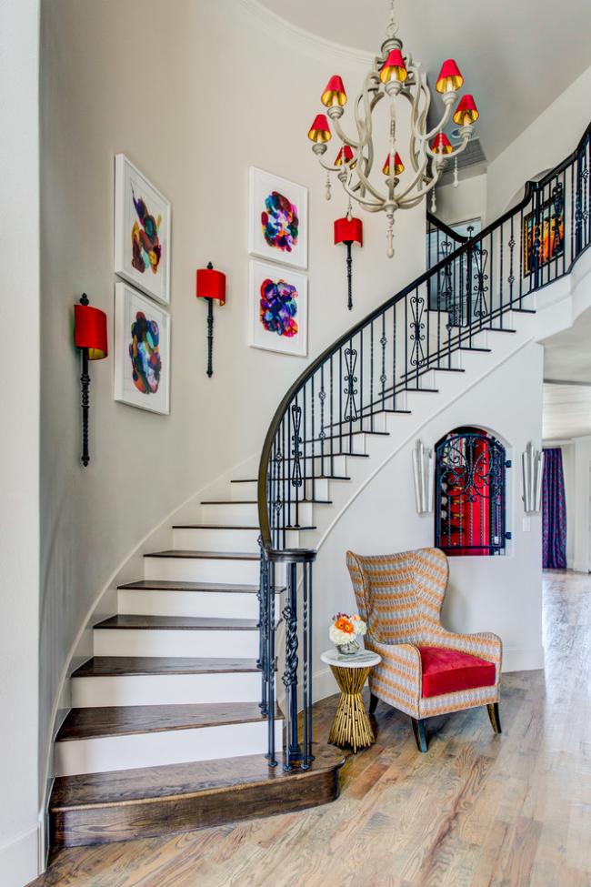 Красивая лестница – эффектное украшение интерьера в классическом стиле