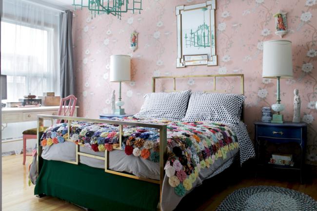 Эклектичная спальня с пэчворком в текстиле