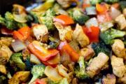 Фото 5 Верная помощница для каждой хозяйки: выбираем лучшую чугунную сковороду-гриль с крышкой