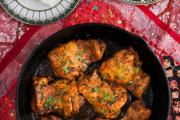 Фото 17 Верная помощница для каждой хозяйки: выбираем лучшую чугунную сковороду-гриль с крышкой