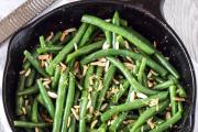 Фото 30 Верная помощница для каждой хозяйки: выбираем лучшую чугунную сковороду-гриль с крышкой