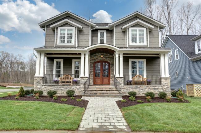Симметричный фасад в классическом стиле