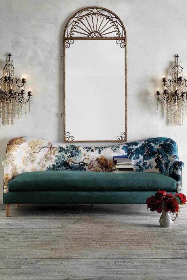 Округлые формы дивана приобретаются на стадии создания каркаса