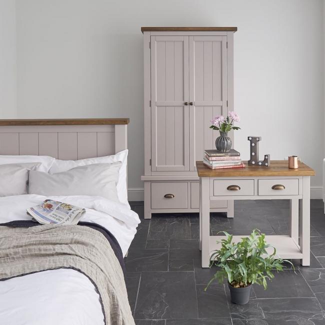 Спальный гарнитур, выполненный в одной стилистике