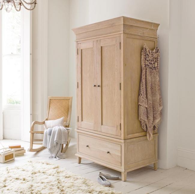 Мебель из природных материалов экологична и выигрышно смотрится в любом интерьере