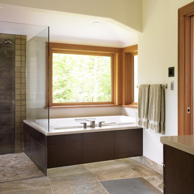 Уютная ванная комната в классическом стиле