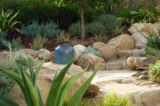 Фото 12 Клумбы из камней для сада: лучшие идеи и советы по декору от ландшафтных дизайнеров