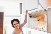 Фото 1 Минимализм в тренде: обзор элегантных кухонь без ручек и варианты их механизмов